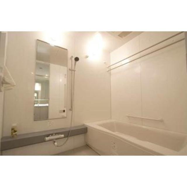 Apartment Rental Experts: Park Tower Shibaura Bayward Urban Wing #605 / Tokyo